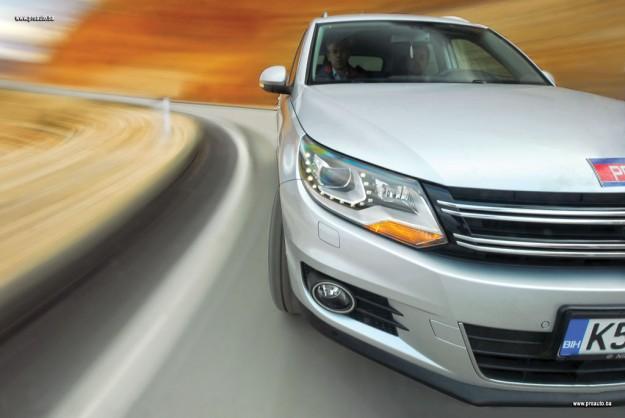 test-olkswagen-tiguan-20-tdi-dsg-4motion-sportstyle-2011-proauto-09