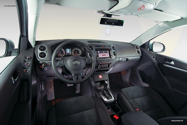 test-olkswagen-tiguan-20-tdi-dsg-4motion-sportstyle-2011-proauto-13
