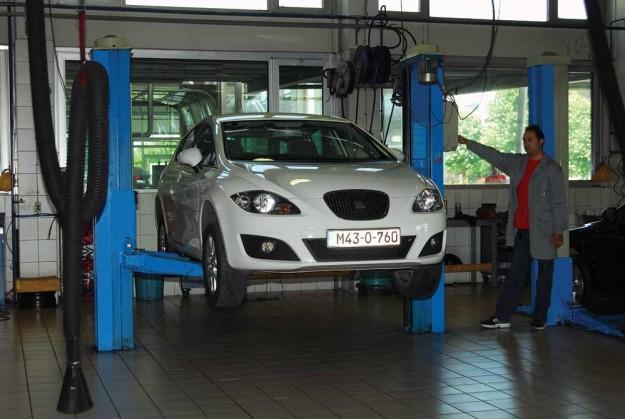 polovni-seat-leon-2013-proauto-01