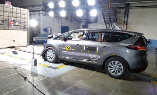 EuroNCAP objavio rezultate sigurnosti za Mazdu 2, Fiata 500X, Renaulta Espacea i Suzukija Vitaru [Video]