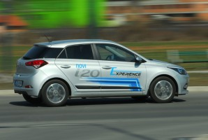 test-hyundai-i20-14-4at-brilliant-2015-proauto-30