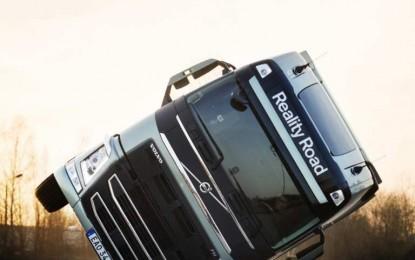 Reality Road: hrabra akrobacija na dva točka sa kamionom Volvo FH [Video]