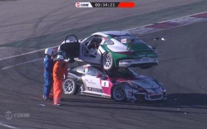 Dva trkaća Porschea 911 u najneobičnijoj nesreći ove godine [Video]