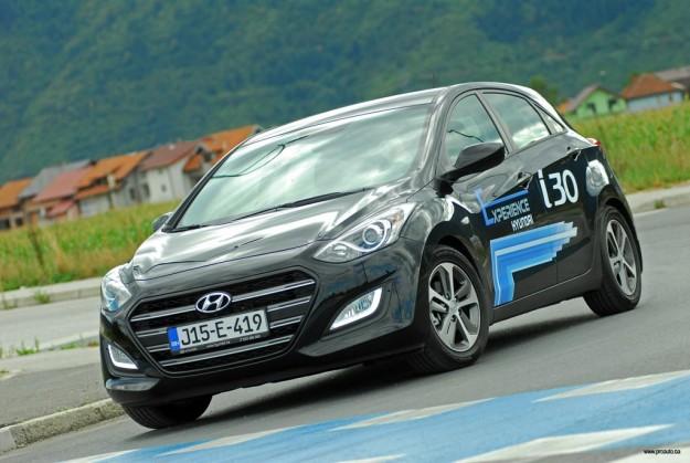 test-hyundai-i30-fl-1-4-dohc6mt-isky-plus-2015-proauto-21