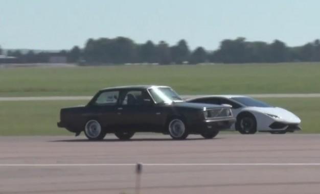 Volvo 242 pokazuje Lamborghini Huracanu ko je gazda na stazi [Video]