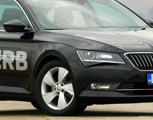test-skoda-superb-20-tdi-4×4-2016-proauto-61