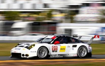 Porsche brusi 911 na trci 24 sata Le Mansa sa ogromnim brojem trkača