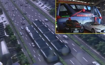 Kineski inženjeri predstavili futuristički megabus Transit Elevated Bus (TEB) sa kojim bi riješili velike saobraćajne gužve [Video]