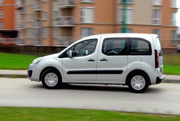 test-citroen-berlingo-multispace-feel-bluehdi-100-bvm-2016-proauto-24