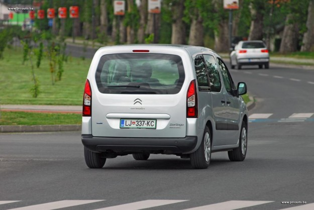 test-citroen-berlingo-multispace-feel-bluehdi-100-bvm-2016-proauto-25