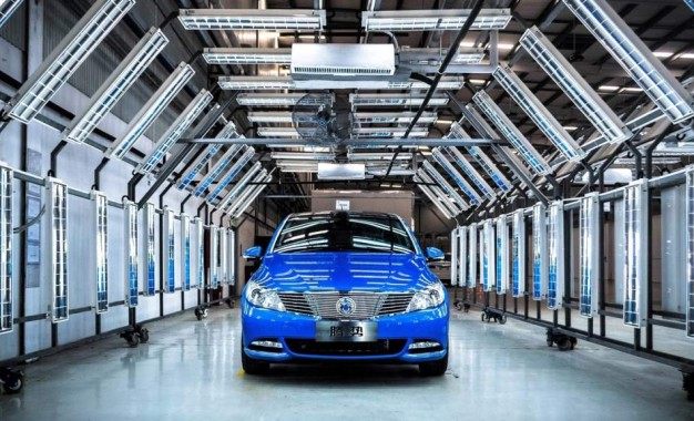 Denza 400 je Daimlerov automobil za Kinu koji je bitan i u Evropi