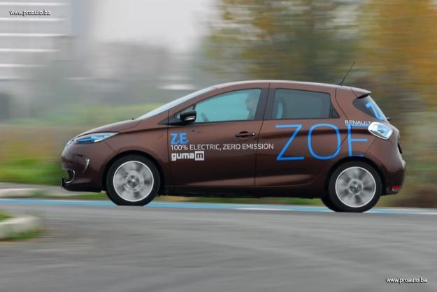 test-elektricni-renault-zoe-intens-q210-zero-emission-2016-proauto-23