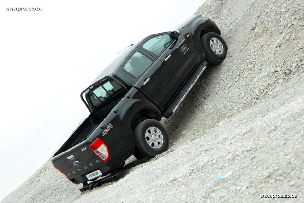 test-ford-ranger-double-cab-xlt-22-tdci-160ks-2017-proauto-38