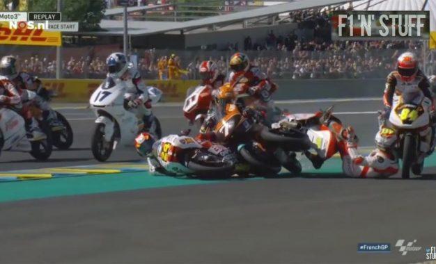 U nevjerovatnoj nesreći brzi refleksi vozača klase Moto 3 sačuvali živote [Video]