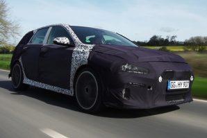Testne vožnje Hyundaija i30 N na cestama Velike Britanije pred trku na Nürburgringu [Video]