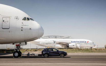 Porsche Cayenne povukao avion od 285 tona [Galerija i Video]