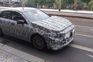 Snimljen novi Mercedes-Benz A-klasa pod kamuflažom u Pragu