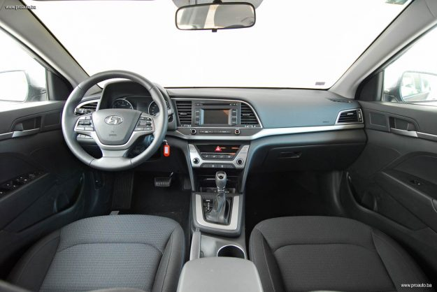 test-hyundai-elantra-16-mpi-6at-style-2017-proauto-19