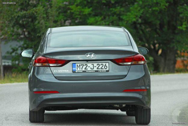 test-hyundai-elantra-16-mpi-6at-style-2017-proauto-67