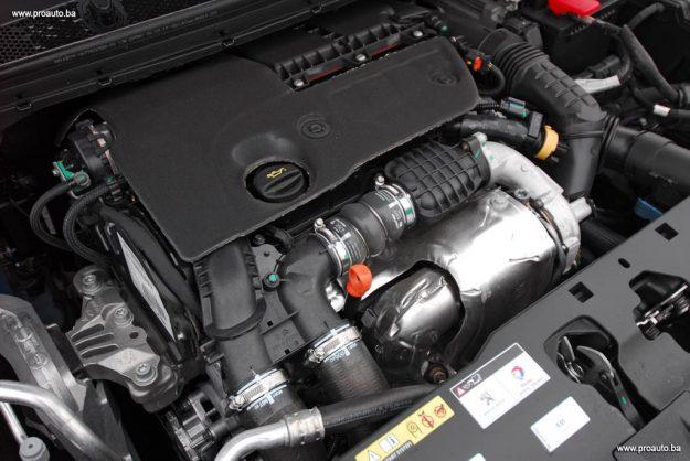 test-peugeot-308-fl-allure-16-bluehdi-120-euro6-bvm6-stop-start-2017-proauto-10