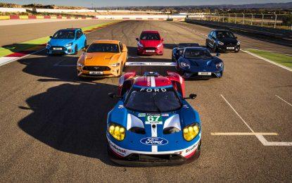 Nesvakidašnja trka: Ford Performance sa osam automobila na stazi [Video]