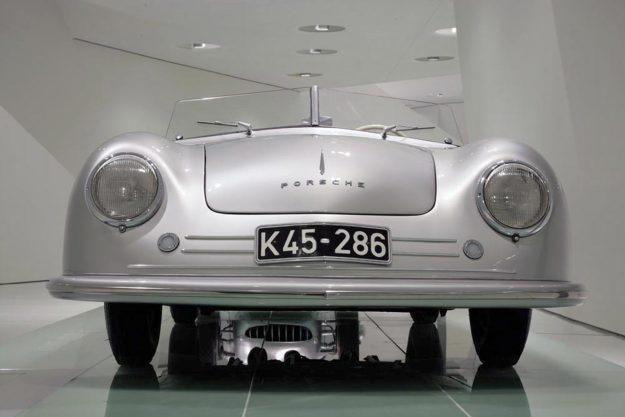 jubilej-70-godina-sportskih-automobila-porsche-2018-proauto-04-porsche-356-no1-roadster-1948-museum