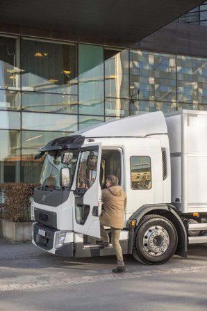 kamioni-volvo-trucks-volvo-fe-lec-2018-proauto-03