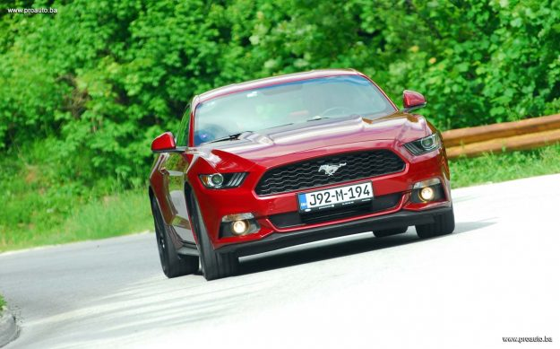 test-ford-mustang-fastback-23-ecoboost-s6-m6-2018-proauto-06