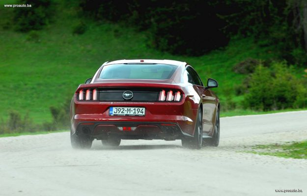 test-ford-mustang-fastback-23-ecoboost-s6-m6-2018-proauto-51