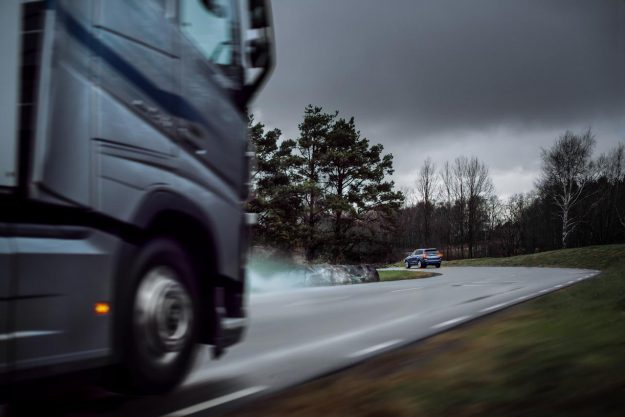 volvo-connected-safety-volvo-trucks-volvo-cars-2018-proauto-02
