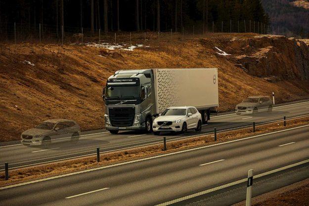 kamioni-sigurnost-volvo-trucks-novi-sistemi-podrske-vozacima-volvo-dynamic-steering-2018-proauto-03