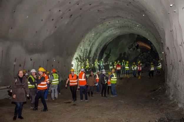 koridor-5c-probijena-lijeva-cijev-tunela-pecuj-2018-proauto-05