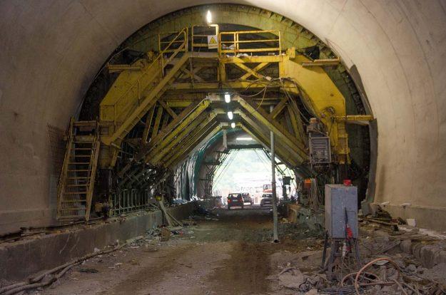 koridor-5c-probijena-lijeva-cijev-tunela-pecuj-2018-proauto-07