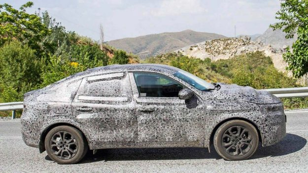 renault-captur-coupe-spy-photo-2018-proauto-02