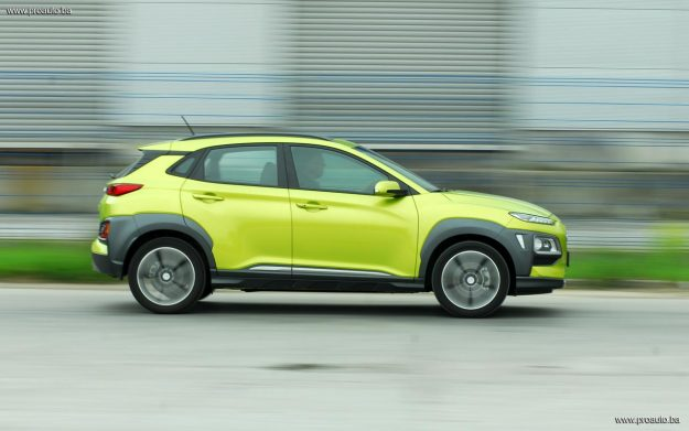 test-hyundai-kona-10-t-gdi-6mt-2wd-love-it-2018-proauto-58