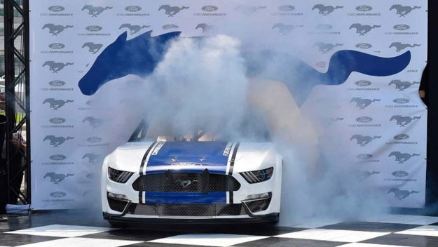ford-performance-nascar-ford-mustang-2018-proauto-01