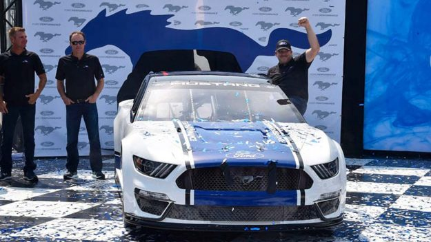 ford-performance-nascar-ford-mustang-2018-proauto-03