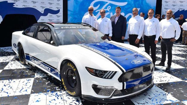 ford-performance-nascar-ford-mustang-2018-proauto-04