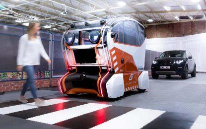 """Autonomno vozilo sa značkom Jaguar Land Rover velikim očima """"gleda"""" pravo u oči pješake [Galerija]"""