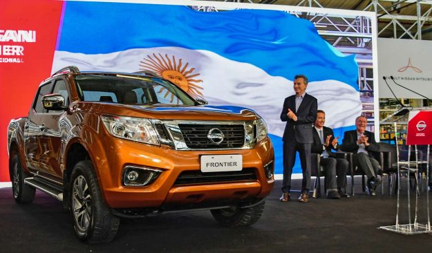 nissan-expands-navara-production-as-global-pickup-demand-grows-2018-proauto-01