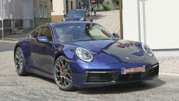 porsche-911-992-spied-uncamouflaged-looks-ready-for-world-debut-2018-proauto-02