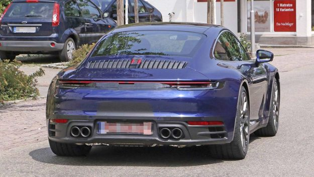 porsche-911-992-spied-uncamouflaged-looks-ready-for-world-debut-2018-proauto-05