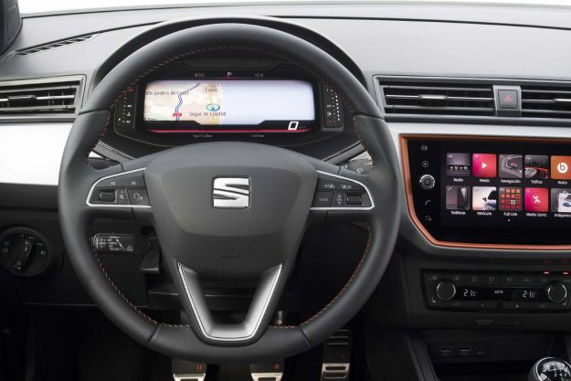 seat-introduces-its-digital-cockpit-to-the-arona-and-ibiza-2018-proauto-07