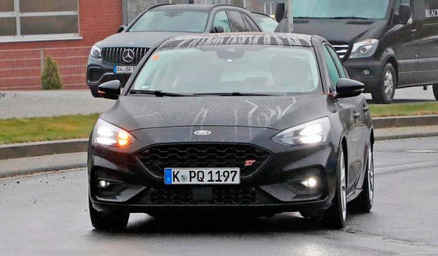 ford-focus-st-spied-naked-spy-photo-2018-proauto-01