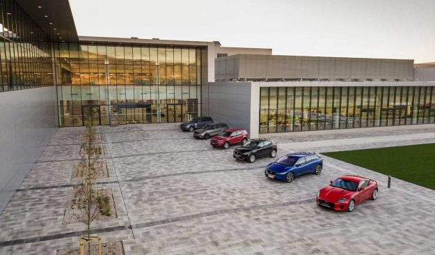 jaguar-land-rover-opens-manufacturing-plant-slovakia-jlr-nitra-2018-proauto-01