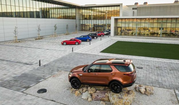 jaguar-land-rover-opens-manufacturing-plant-slovakia-jlr-nitra-2018-proauto-02