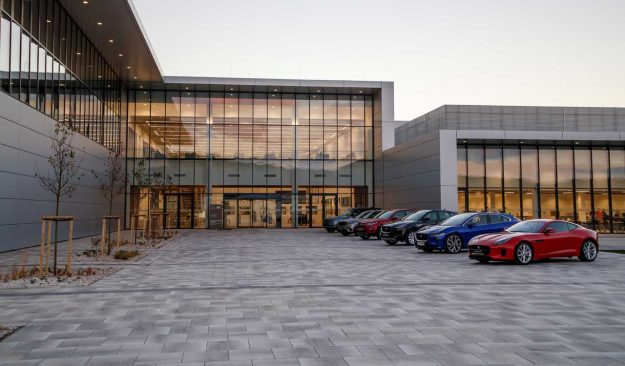 jaguar-land-rover-opens-manufacturing-plant-slovakia-jlr-nitra-2018-proauto-04
