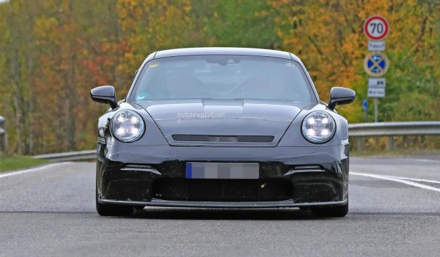 porsche-911-gt3-prototype-shows-production-body-huge-rear-wing-2018-proauto-01