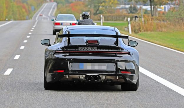 porsche-911-gt3-prototype-shows-production-body-huge-rear-wing-2018-proauto-05