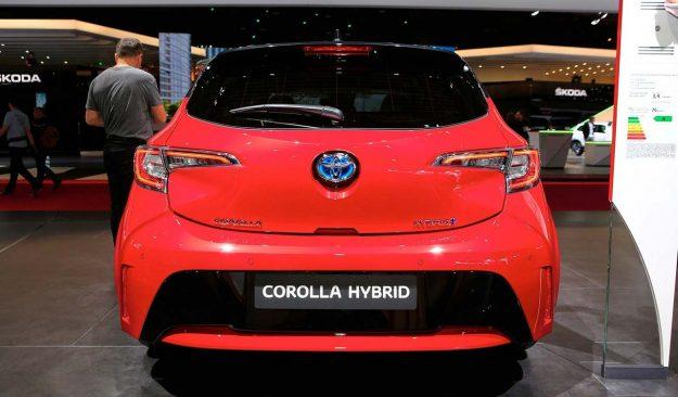 toyota-corolla-and-corolla-ts-hybrid-2018-proauto-08